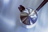eine silberne Kaffekanne top view