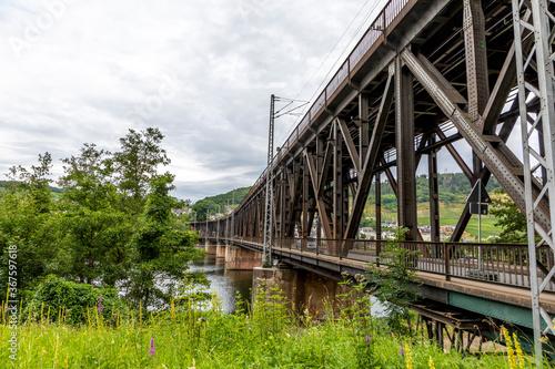 Fotografía old iron bridge spans river Moselle, bridge is called Canon bridge and serves si
