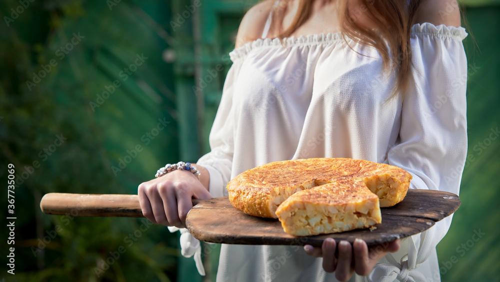 Fototapeta Freshly baked corn or maize bread on a paddle