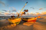 Fototapeta Fototapety z morzem do Twojej sypialni - łodzie rybackie na plaży