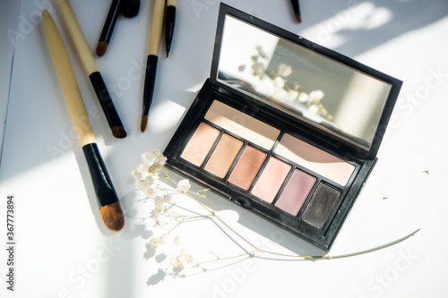 Cuadros en Lienzo make-up palette and brushes