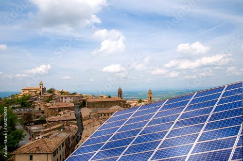 Fototapeta Pannello solare fotovoltaico nel borgo antico obraz