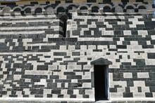 Mur Bichrome De L'église Romane San Michele De Murato, Corse