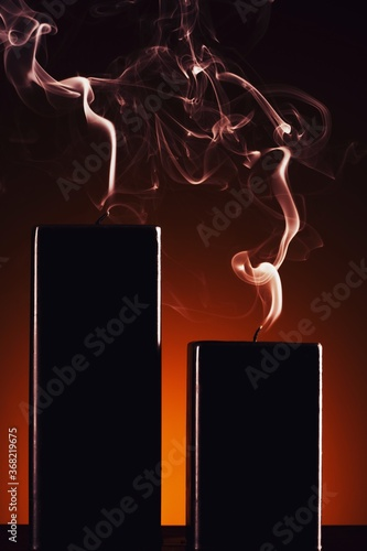 Obraz Burning black candle on dark - fototapety do salonu