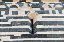 Façade De L'église Romane San Michele De Murato, Corse
