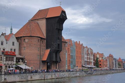 Brama Żuraw w Gdańsku - zabytkowy dźwig portowy i jedna z bram wodnych Gdańska, mieszcząca się nad Motławą Canvas Print