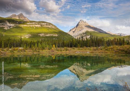 Obraz Lake in Canada - fototapety do salonu
