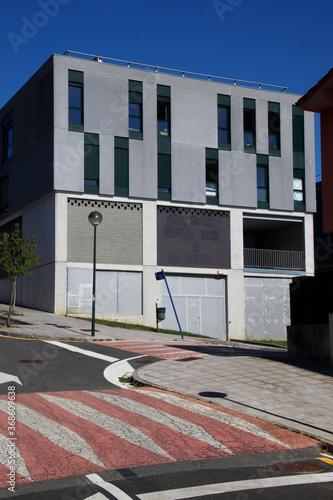 Fototapeta Building in a neighborhood of Bilbao obraz na płótnie