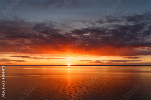 Plakaty do sypialni  beautiful-view-of-the-sea-and-sunset-beautiful-nature-landscape-with-dramatic-clouds-sunset