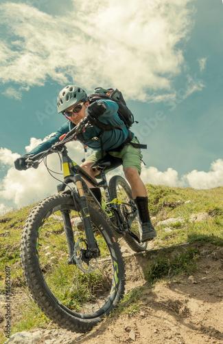 Canvas Mountain biking single trail