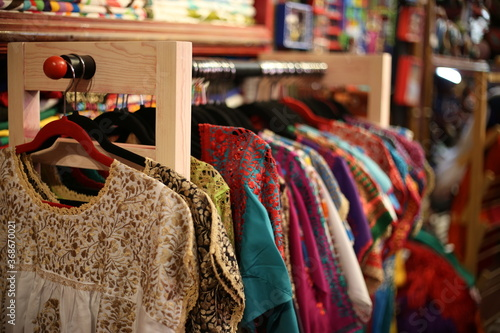 Fototapeta premium Etniczne ręcznie robione ozdoby, wzór. San Miguel de Allende Queretaro. etniczne tkaniny meksyk. meksykańska haftowana odzież