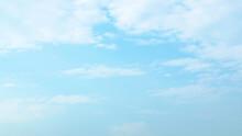 淡い水色の空