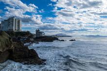 Costa De Biarritz Con Cielo Y Mar Confundidos