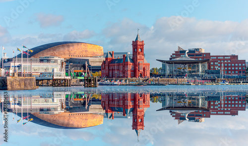 Obraz Panoramic view of the Cardiff Bay - Cardiff, Wales - fototapety do salonu