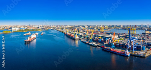 Fotomural Commercial sea port from a drone