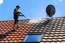 Roof Cleaning With High Pressu...