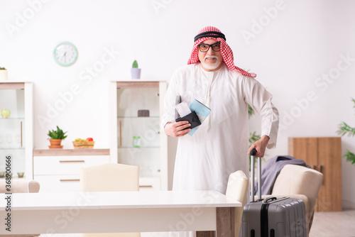 Obraz Old arab businessman preparing for business trip - fototapety do salonu