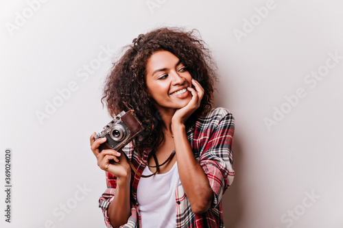 Tablou Canvas Relaxed female model with camera spending time in studio