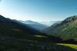 Blaue Berge (Bergsilhouette) bei Sonnenaufgang im Debanttal bei Lienz (Nationalpark Hohe Tauern, Alpen, Österreich) Berglandschaft, Tal