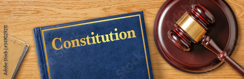 Fotografia A gavel with a law book - Constitution