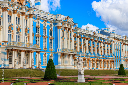 Catherine Palace is a Rococo palace located in the town of Tsarskoye Selo (Pushkin), 30 km south of Saint Petersburg, Russia Fototapeta