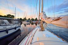 Elegant And Modern Sailing Boa...