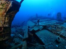 Ship Wreck Underwater Scuba Di...