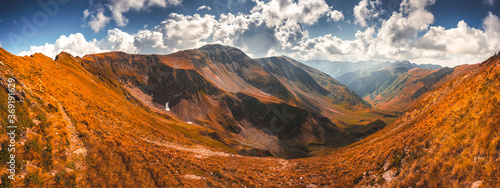 Plakaty do salonu  mountain-landscape-hiking-fagaras-mountains-in-romania-carpathians-transilvania-romania