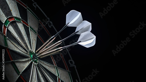 Tablou Canvas 3 darts in the center of the dartboard