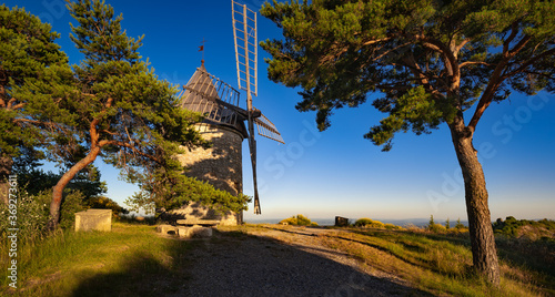Fotografie, Obraz Panoramic Summer sunset on Montfuron Windmill in Provence, Luberon Natural Regional Park