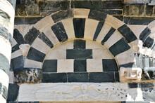 Arc Roman Bicolore De San Michele De Murato, Corse