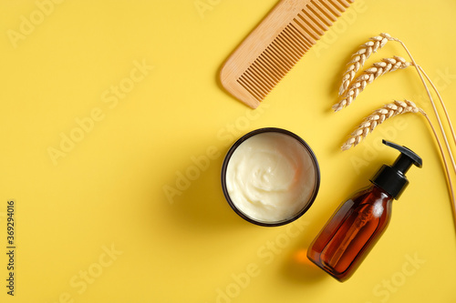 Foto Natural SPA cosmetics set on yellow background