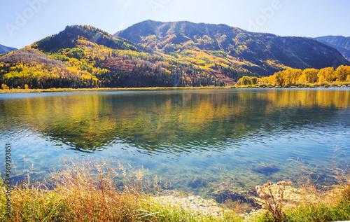 Obraz Autumn lake - fototapety do salonu