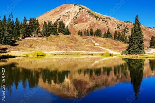 Obraz Mountains lake - fototapety do salonu