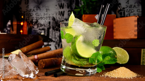 Obraz Mojito Cocktail with cuban Cigars Background - fototapety do salonu