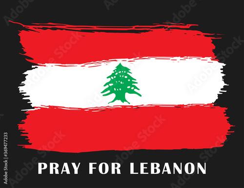 Naklejka premium Stylizowana flaga Libanu z napisem Módlcie się za Liban. Tragedia w Bejrucie. Tło poświęcone potężnym eksplozjom w Bejrucie. Ilustracji wektorowych.