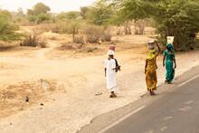 Mujeres Por El Campo En Senegal.