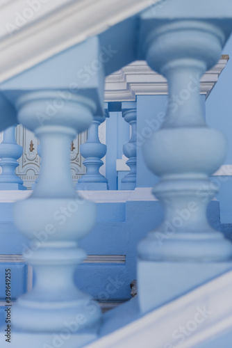 Papel de parede Vertical closeup shot of blue concrete balusters