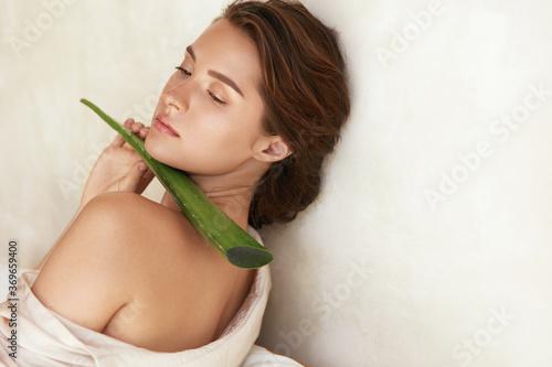 Leinwand Poster Beautiful Woman With Aloe Vera Leaf