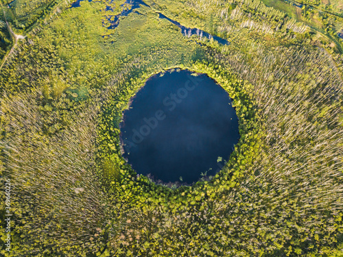 Tablou Canvas Bottomless circle Lake in Moscow region. Russia.