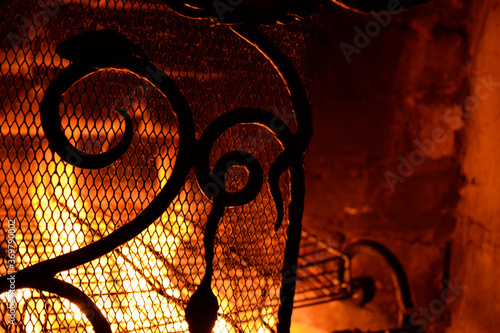 Tablou Canvas Fire in the fireplace. Nice fireplace fencing.