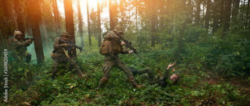 marines capture terrorist  alive Canvas