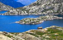 Îlot Et Barrage Du Lac De Bra...