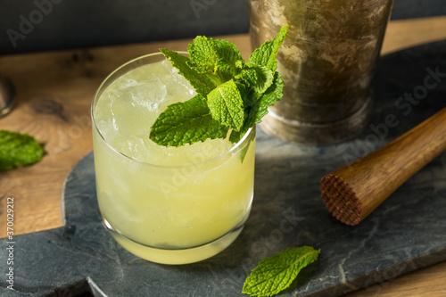 Obraz Boozy Refreshing Chartreuse Smash - fototapety do salonu