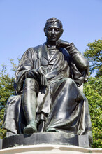 Edward Jenner Bronze Memorial Statue Unveiled In 1858 In Kensington Gardens London England UK The Pioneer Of The First Vaccine Who Found A Vaccination Cure For Smallpox Disease