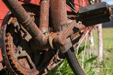 Details On An Old Rusty Bicycl...