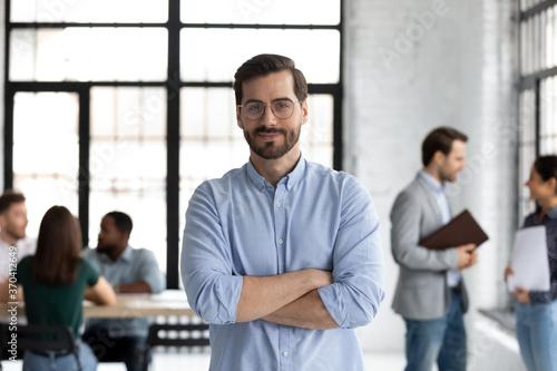 Fotografia Head shot portrait smiling confident businessman wearing glasses standing in mod