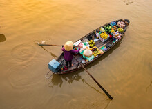 Phong Dien Floating Market Very Famous In Mekong Delta