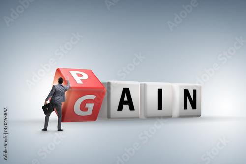 Fotografia No pain no gain concept with businessman