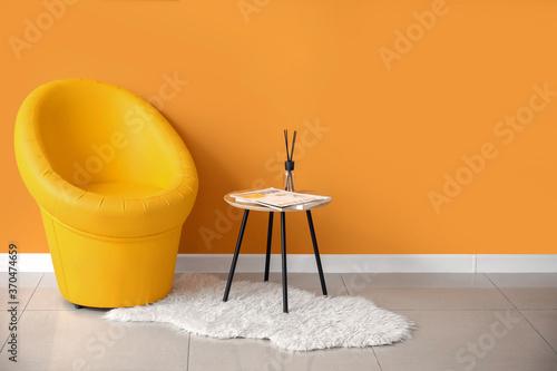 Fotografía Modern armchair in interior of room